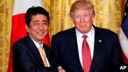 美國總統川普(左)和日本首相安倍晉三(右)。