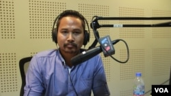 Dy Thehoya, program officer of center for alliance of labor and human rights, discusses ways to prevent exploitation and abuses of Cambodian migrant workers in Qatar, during a call-in show Hello VOA, on Thursday, March 23, 2017. (Lim Sothy/VOA Khmer)