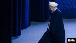 حسن روحانی با اینکه خطاب نامه مهدی کروبی است، تاکنون پاسخی نداده است.