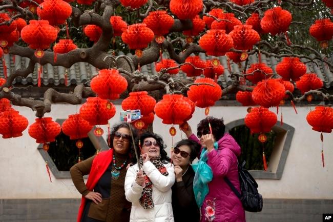 中国新年假期开始 同时经济持续低迷