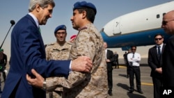U.S. Secretary of State John Kerry says goodbye to Saudi Arabian military personnel as he leaves Riyadh, Saudi Arabia, Jan. 24, 2016, en route to Vientiane, Laos. Kerry is in Saudi Arabia on the second leg of his latest round-the-world diplomatic mission,