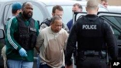 Cảnh sát bắt Eulalio Tordil, 62 tuổi, nghi phạm trong 3 vụ xả súng ở khu vực thủ đô Washington, ngày 6 tháng 5 năm 2016.
