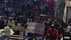 Izisebenzi ezihambe emkhosini wokunanza usuku lwezisebenzi olwe Workers' Day ngoLwesibili.