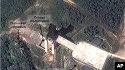 卫星图像显示了朝鲜西海的一处设施,分析人士认为朝鲜在这里试验了火箭发动机。