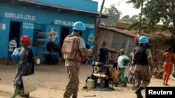 联合国维和部队在南基伍省街头巡逻