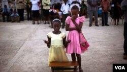Cientos de niños quedaron huérfanos en Haití, luego del terremoto que azotó la isla en enero de este año.