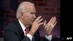 Joe Biden, President-Elect to mokonzi amonani molongi na maponami, awa likita lya nzela ya singa na Wilimngton, Delaware, 19 novembre 2020.