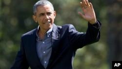 美国总统奥巴马走在白宫南草坪上 (2015年9月7日)