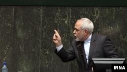 محمد جواد ظریف روز یکشنبه ۲۳ خرداد با حضور در صحن علنی مجلس شورای اسلامی گزارشی از روند اجرای برجام و سرمایهگذاری خارجی در ایران ارائه داد.