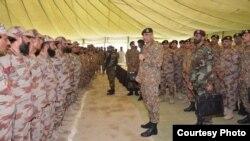 پاکستانی فوج کے سربراہ جنرل قمر جاوید باجوہ بلوچستان میں عید قربان کے موقع پر جوانوں سے خطاب کر رہے ہیں۔ 3 ستمبر 2017