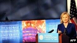 Ngoại trưởng Hoa Kỳ Hillary Clinton cảnh báo rằng những nước kiểm duyệt internet như Trung Quốc, có thể đi vào vết xe đổ của Ai Cập và Tunisia