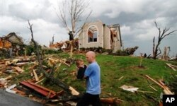 Des scènes des destruction à perte de vue