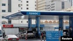 Station-service de l'ADNOC, Abu Dhabi, le 10 juillet 2017
