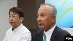 新台湾国策智库董事长吴荣义(右,美国之音杨明拍摄)