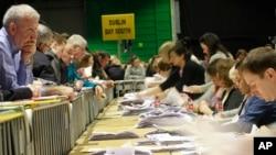 Kiểm phiếu được tiến hành tại Dublin, Ai-len, ngày 27 tháng 2 năm 2016.