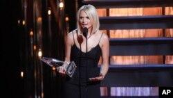 지난 5일 미국 여가수 미란다 램버트가 테네시 주 네시빌에서 열린 제 48회 컨트리 음악상(CMA Awards) 시상식에서 수상 소감을 밝히고 있다.