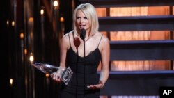Miranda Lambert accepts the Female Vocalist of the Year award on stage at the 48th annual CMA Awards at the Bridgestone Arena, Nov. 5, 2014, in Nashville, Tennessee.