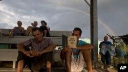 Los cubanos varados en Costa Rica han empezado a ser transportados hacia Estados Unidos.