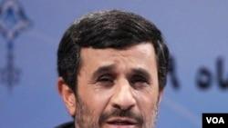 Presiden Iran Mahmoud Ahmadinejad (foto: dok) mengakui serangan virus komputer menghambat program nuklir negaranya.
