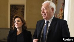 Tanto el canciller José Manuel García-Margallo, como la vicepresidenta del Gobierno, Soraya Sáenz de Santamaría, han rechazado suavizar la política de la UE con Cuba.