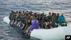 Мігранти неподалік узбережжя Лівії