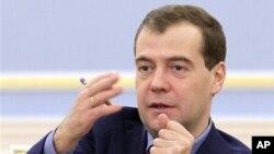 ປະທານາທິບໍດີຣັດເຊຍ ທ່ານ Dmitry Medvedev ທີ່ໄດ້ອອກຄໍາ ສັ່ງ ໃຫ້ທໍາການສືບສວນ ສອບສວນ ການກ່າວຫາກ່ຽວກັບການສໍ້ໂກງຄະແນນສຽງ ເລືອກຕັ້ງ ໃນໄລຍະການປ່ອນບັດເອົາສະມາຊິກສະພາແຫ່ງຊາດໃນອາທິດແລ້ວນີ້.