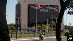 La sede de la CONMEBOL, en Asunción, Paraguay, fue allanada el 7 de enero de 2016.