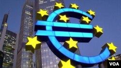 Algunos consideran insuficientes los 440 mil millones de euros del fondo de rescate ya aprobado por los países de la eurozona.