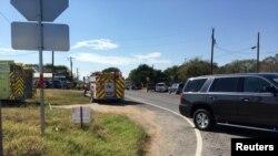 Vatrogasni kamion u blizini Prve baptističke crkve u Sauterlend Springsu, Teksas, 1. novembra 2017, na fotografiji koja je objavljena na društvenim mrežama. (MAX MASSEY/KSAT 12)
