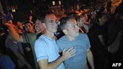 Carl Bazil và Eric Price ăn mừng sự kiện New York hợp thức hóa hôn nhân đồng tính, 24/6/2011