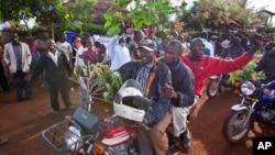 Warga Kogelo merayakan terpilihnya kembali Obama pasca pemilihan presiden AS 2012 lalu.