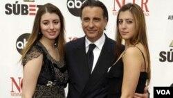 """Dominik Garcia, a la izquierda, hace parte del elenco de """"Magic City Memoirs"""", cinta producida por su padre, Andy García."""