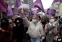 Hükümetin İstanbul Sözleşmesi'nden çekilme kararı Ankara'da protesto ediliyor, Mart 2021.