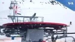 جارجیا: اسکینگ لفٹ سے لوگوں کی چھلانگیں