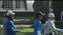 2012-06-13 美國之音視頻新聞: 中國少年創美國高爾夫球公開賽紀錄