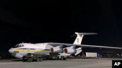 Самолет с группой украинских экспертов на борту перед вылетом в Тегеран из киевского аэропорта Борисполь. 8 января 2020.