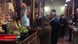 Bộ trưởng Quốc phòng Mỹ dâng hương tại chùa Trấn Quốc