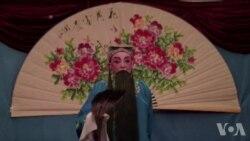 中国退休老人传承历史戏剧