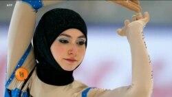 حجاب پہن کر کھیلنے کا حق مانگنے والی خواتین
