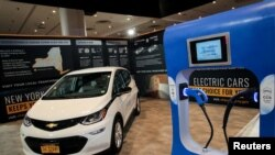 Sebuah mobil listrik resmi Negara Bagian New York ditampilkan di New York International Auto Show 2019 di New York City, 17 April 2019. (Foto: REUTERS/Stephen Lam)