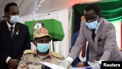 Letnan Jenderal Mohamed Hamdan Dagalo, wakil kepala dewan militer, menjelang penandatangan perjanjian damai antara pemerintah pembagian kekuasaan Sudan dan lima kelompok pemberontak di Juba, Sudan Selatan, 31 Agustus 2020.