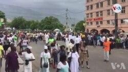 Ayiti: Plizyè Milye Moun Defile nan Pòtoprens nan Okazyon Selebrasyon Fèt Notre Dame de L' Assomption an