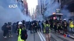 香港防暴警察施放催淚彈驅散示威者 (2019年7月28日)