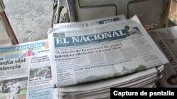 Ejemplares del diario venezolano El Nacional a la venta en un puesto de periódicos en Caracas. [Captura de pantalla de video de archivo de Álvaro Algarra]