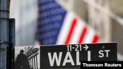 在紐約證券交易所(NYSE) 外的華爾街的路牌。