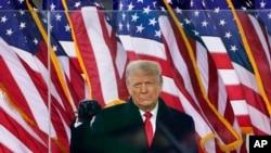 На фото: Дональд Трамп під час мітингу 6-го січня у столиці США. За мітингом послідував напад прихильників Трампа на Капітолій
