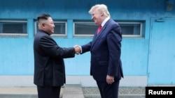 تابستان گذشته رهبران آمریکا و کره شمالی در مرز دو کره با هم دیدار کردند.