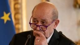 Menteri Luar Negeri Perancis Jean-Yves Le Drian di Kementerian Luar Negeri Prancis di Paris. (Foto: Reuters)
