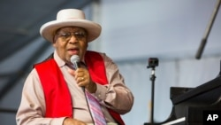 Ellis Marsalis, jazz pianist, died after battling pneumonia brought on by the new coronavirus, one of his sons said.