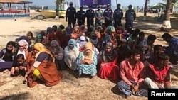 شماری از مسلمانان روهینگیا که پس از غرق شدن کشتی شان نجات داده شدند